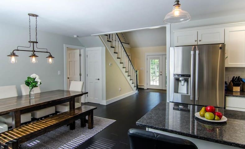 Renovated! Cozy, contemporary with great location. - Hartford - House