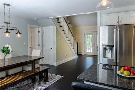 Newly renovated house in Quechee, perfect for ski! - Hartford - Casa