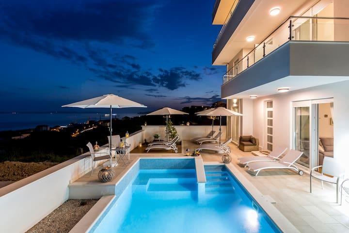 Lux apartment Lavander with pool near beach Split