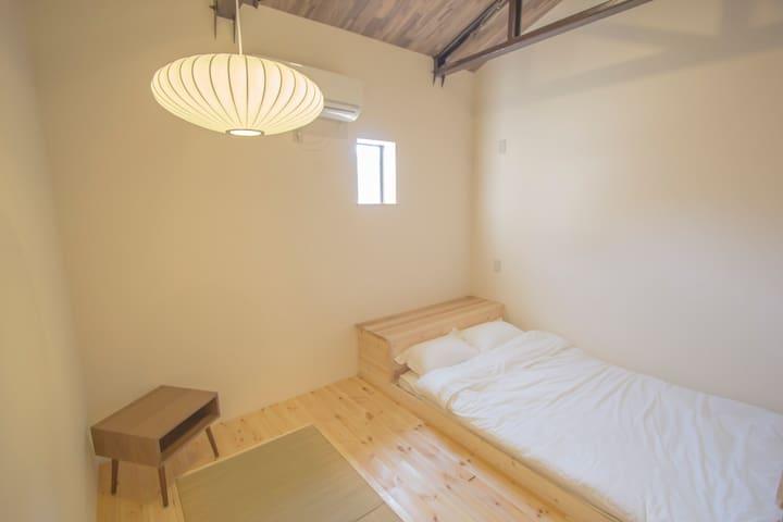 時尚及簡約的208室融合了西式及日式的風格!