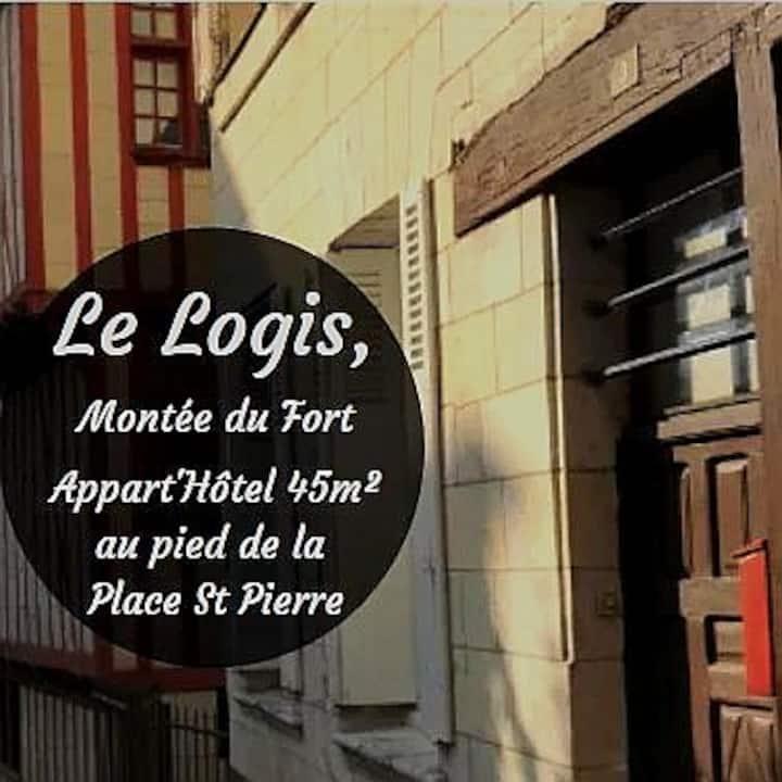 Le Logis, cœur de ville à la montée du château !