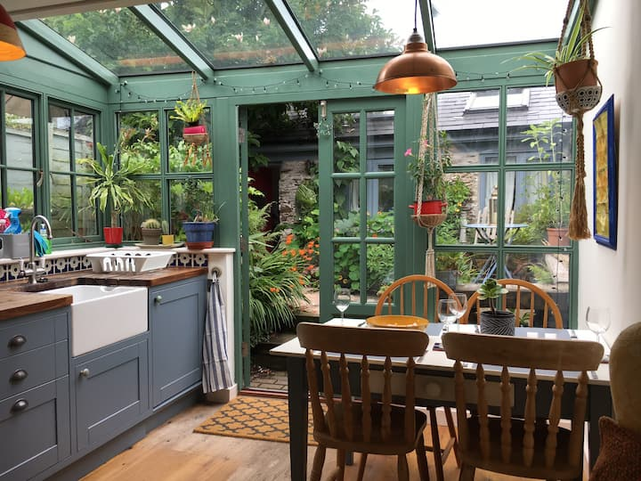 Fern Cottage - Bohemian home in central Totnes