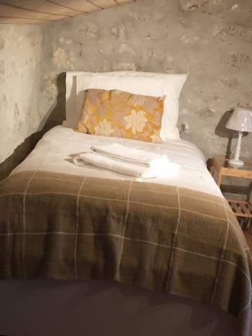 Vista da cama de solteito
