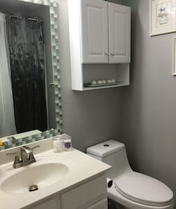 Great cozy room - Downtown Dallas 20 min - House