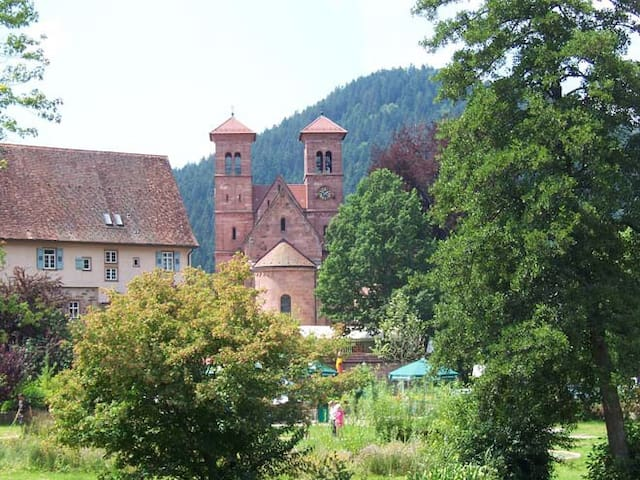 Die Kirche im Ort - the monastery of our town