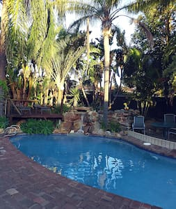Queen room with tranquil pool and garden setting. - Wanneroo
