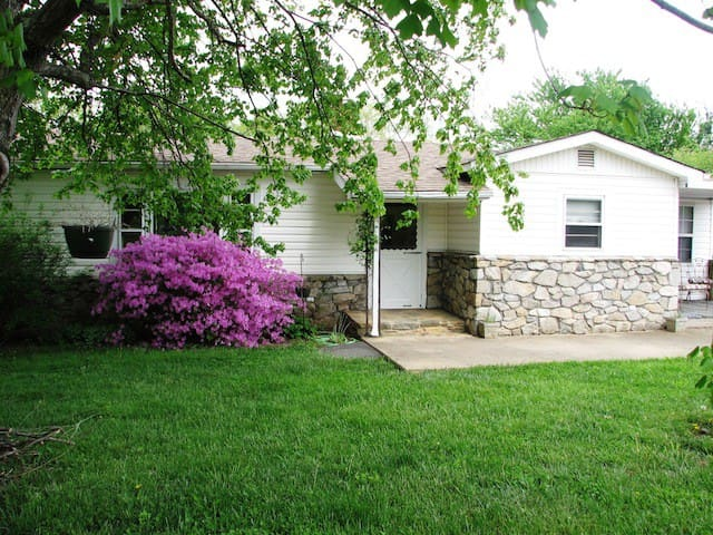 Chestnut Hill 3 miles from downtown - Asheville - Talo