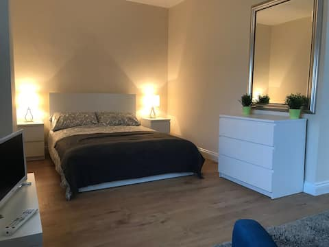 Modern Studio Flat in Central location (A)