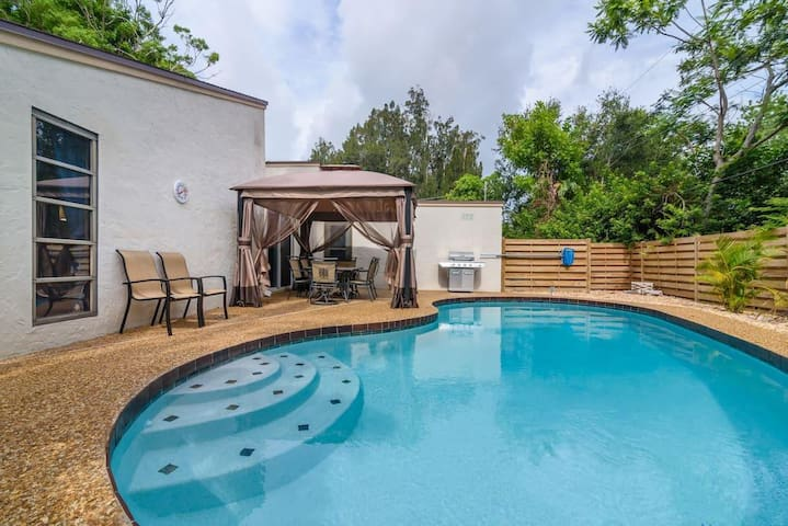 Large 2000sqf Fully Remodeled Pool House! 30%OFF