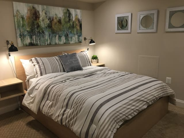 Queen sized bed with storage drawers
