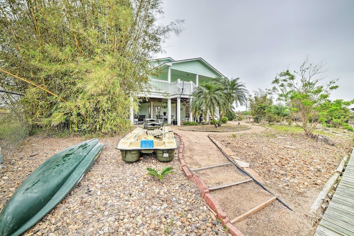 The Salty Lime 1: Canalfront Home w/ Dock & Kayak!