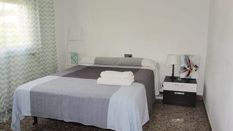 Bed room near of the beach.