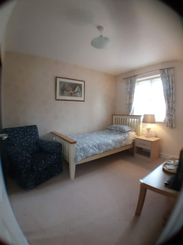Bath&West 5mins drive. Single Modern Ensuite Room