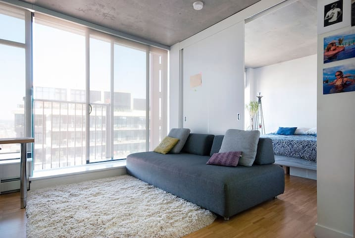 King-size Bed with 5-☆ Sky-level Views - monthly