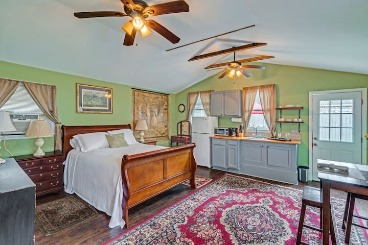 NEW! Charleston-style Studio Apt. Private! Cozy!