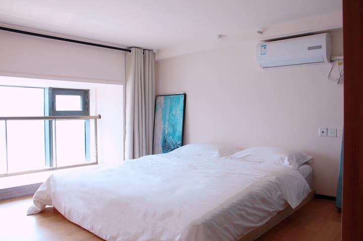 1.8m bedroom 大床房