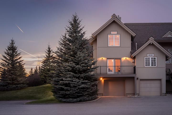 Après Chalet – Luxury Town Home off Ski Hill Road