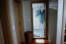 [Female Only]Woody room, 2 people, near Hongdae