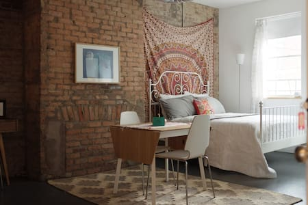 Apt C: Cute & Cozy Studio in OTR - Cincinnati