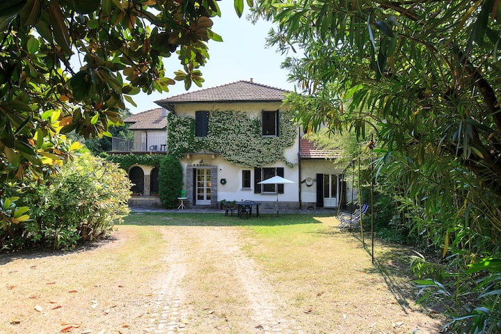 Villa Lidia si trova a meno di 200 metri dal lago.