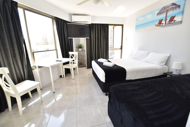 Surfers Paradise Studio Apartment close to beach