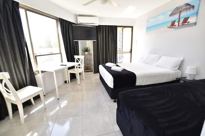 Surfers Paradise Studio Apartment close to beach