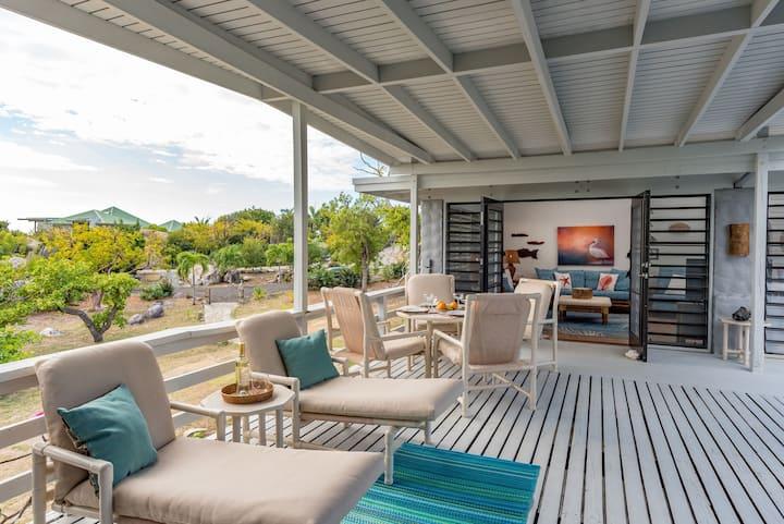 Beloved Villa -Affordable 4 BD/4BA steps to beach
