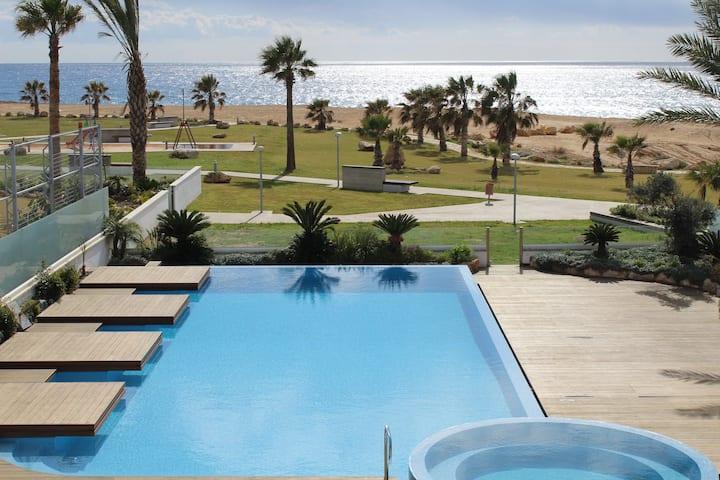 Zephyr Seafront Luxury Villa