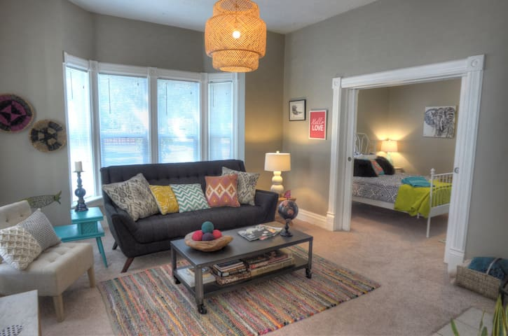 Boho-Chic 2 Bed Home - Near Downtown