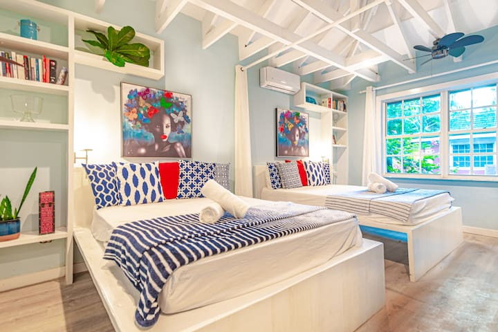 The Butterfly Cottage -Love Beach - Pool + Kitchen