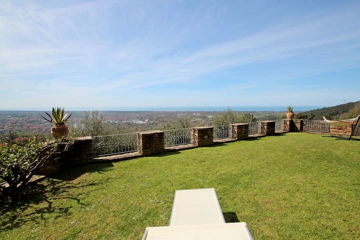 Private Villa for 7 People with stunning Sea View, Garden, Wifi, above Forte dei Marmi