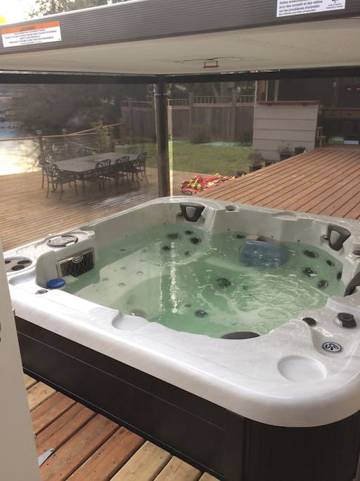 Hot tub off master bedroom