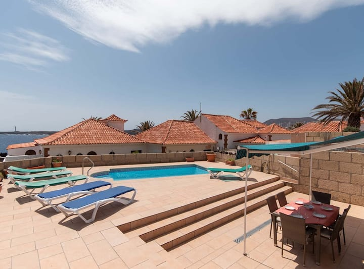 Bahia E: villa with private pool and sea view