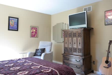 Private Bedroom+Bathroom w/ Parking - Scotch Plains - 独立屋