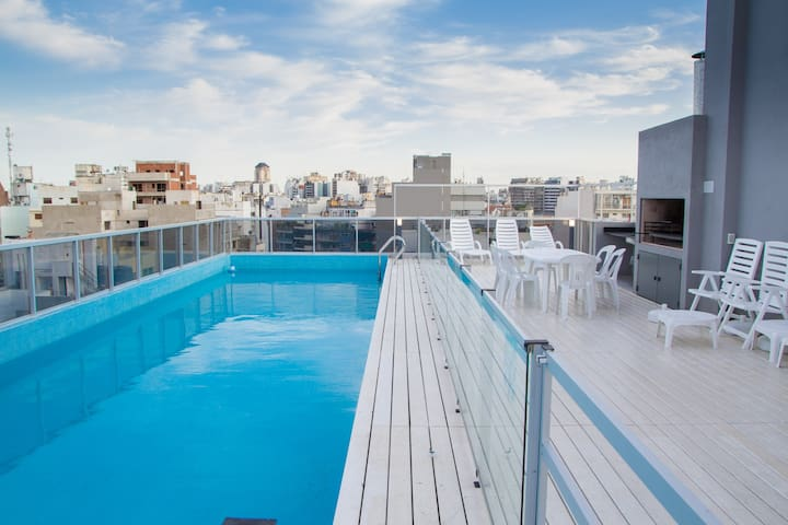 Modern w/amazing rooftop pool in Palermo Queens