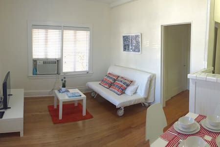 Location Close to Miracle Mile.Free Parking/WiFi - Coral Gables - Apartamento