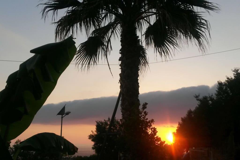 Il tramonto vista mare dall'ingresso di casa mia