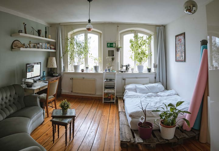 Bright and Cozy Room in Central District