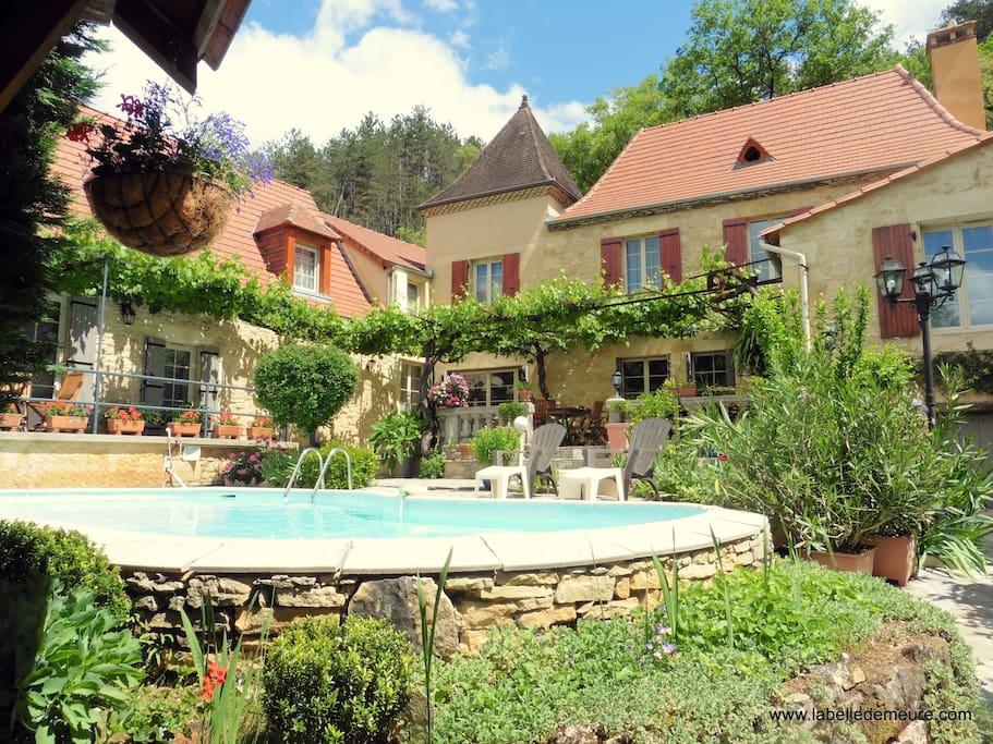 Notre maison d'Hôtes avec sa piscine / Our Guest House with the swimming pool