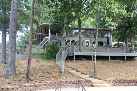 Spacious Lake Hamilton Home Perfect for Vacations