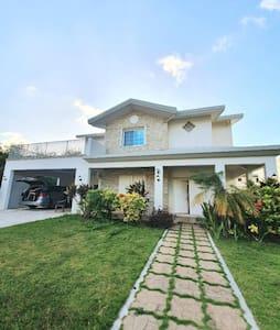 괌 타무닝 고급 주택 단지에 위치한 럭셔리하우스 '괌캐슬'