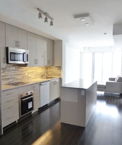 Great Location & Lakeviews In Downtown Toronto - Торонто