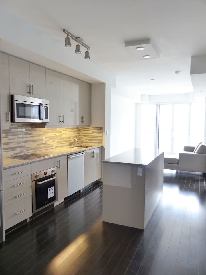 Open Concept Kitchen Over Look Lake View