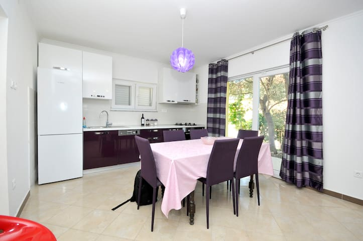 Relaxing and spacious villa with pool - Okrug Gornji - Willa