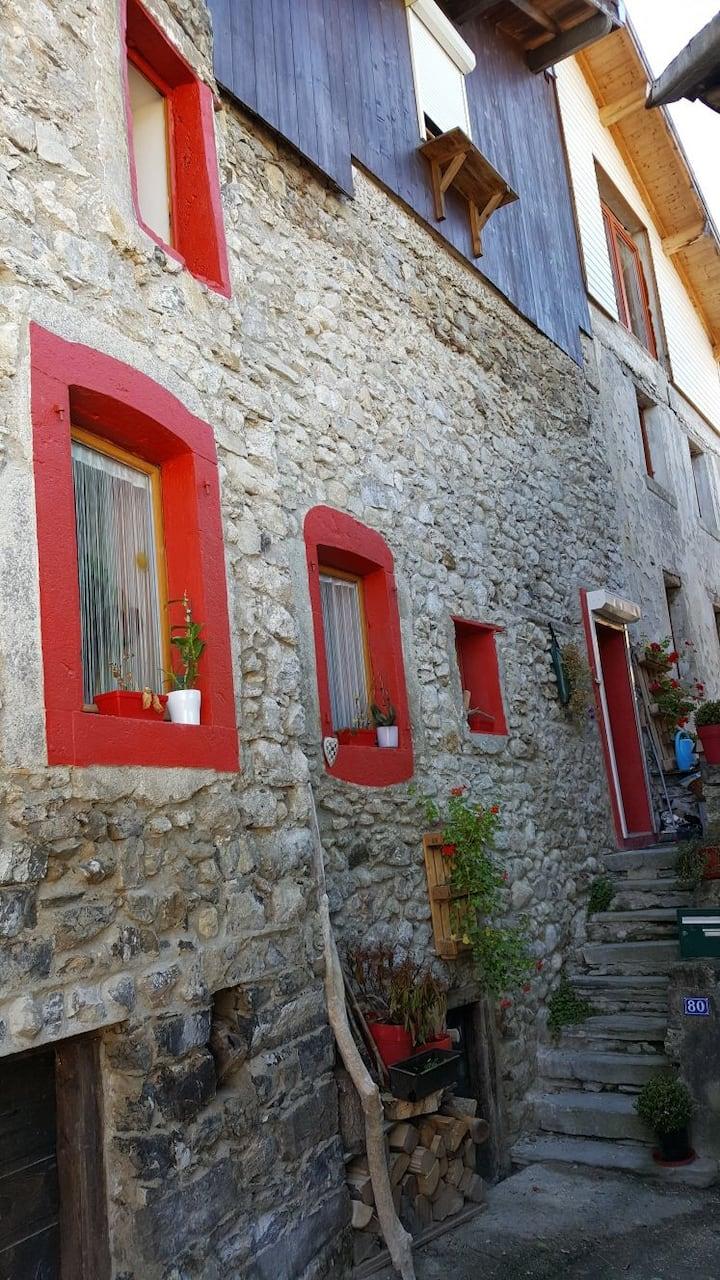 Charmante maison à 2km de la Suisse, 13km d'Evian