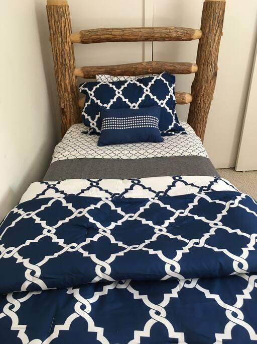 Guest bedroom, 2 Twin beds