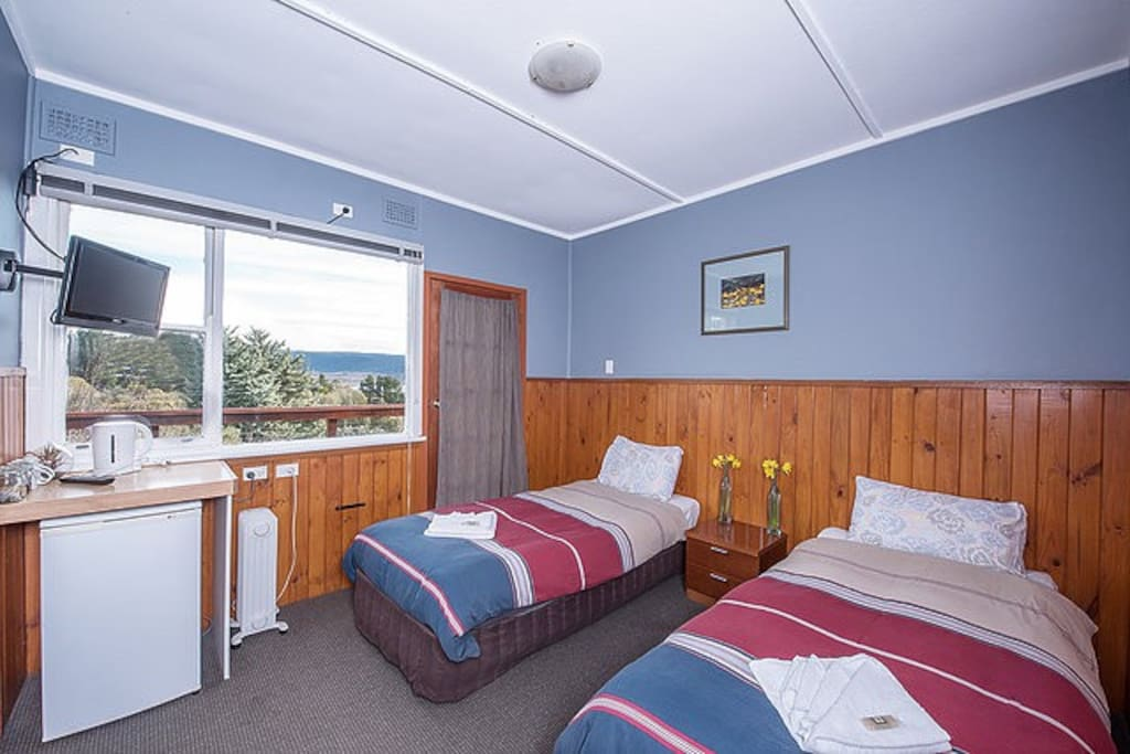 The twin motel- style room