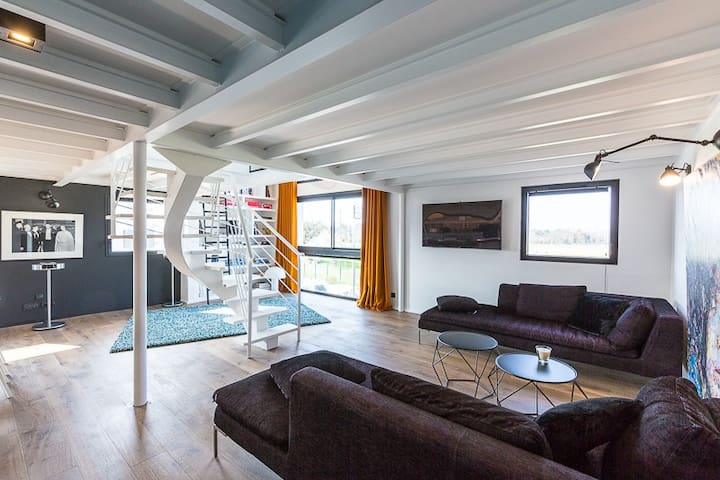 Superbe loft contemporain, face à l'hippodrome