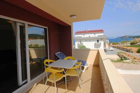 Nice apartment with sea view & beach - Slatine