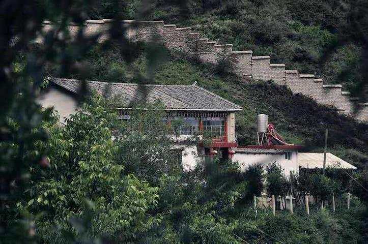Dawa Family House  梅里达瓦山居 - Deqen